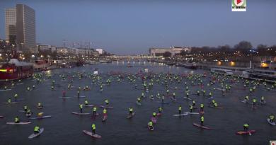 PARIS: Ils font du SUP sur la Seine